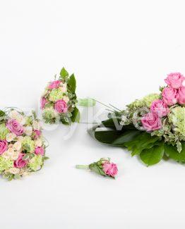 Komplet z růží a karafiátů