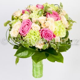 Svatební kytice růže a karafiáty
