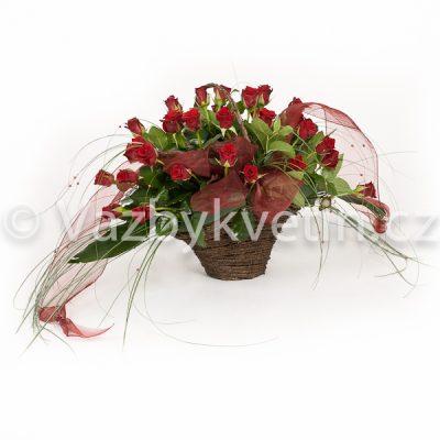 Koš s růžemi