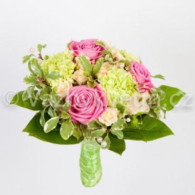 Kytice družičky růže a karafiáty