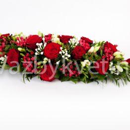 Kytice na stůl z rudých růží