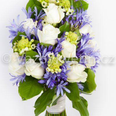 Svatební kytice v tónu bílé a fialové
