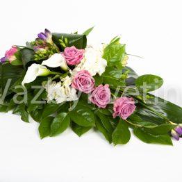 Kytice na stůl z růží a kal
