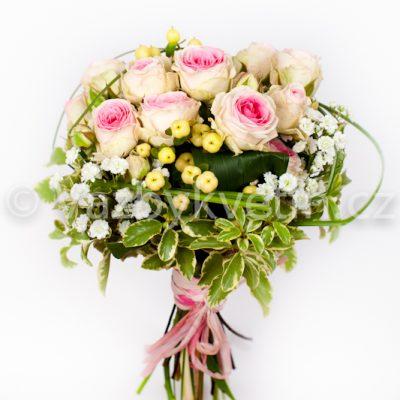 Svatební kytice z bílorůžových růží