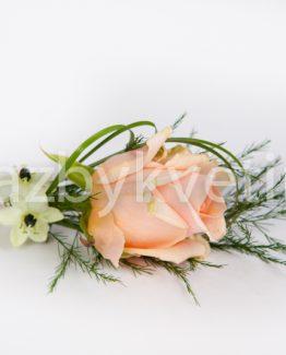 Klopa z růžové růže