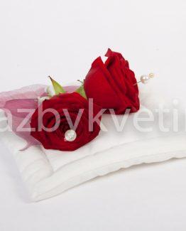 Polštářek na prstýnky z rudých růží