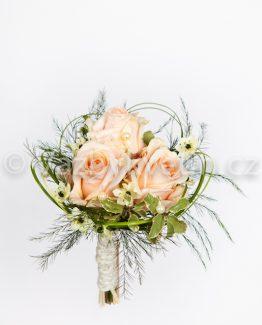 Růžová kytice pro družičku