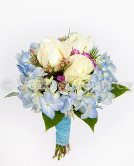 Světle modrá kytice pro družičku