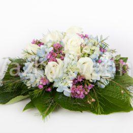 Světle modrá kytice na svatební stůl