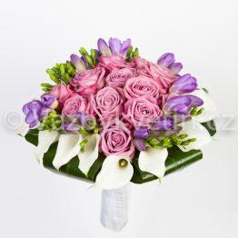 Svatební kytice z růží a kal