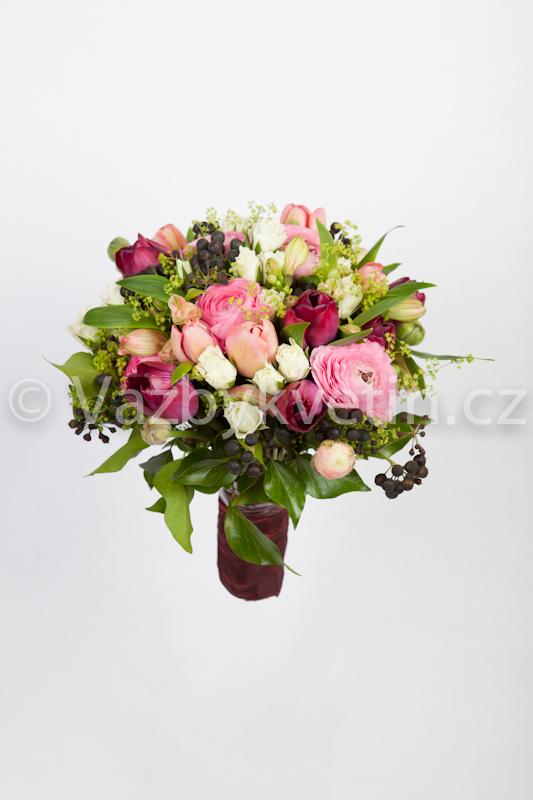 Svatební kytice z tulipánů a růží