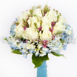 Světle modrá kytice pro nevěstu