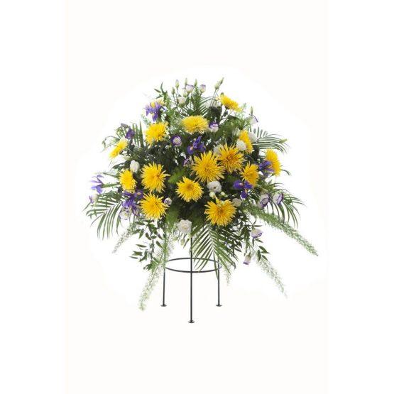 Aranžmá žluté jednokvěté chryzantémy, eustoma a irisy