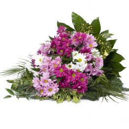 Volně vázaná kytice barevné kopretinové chryzantémy růžové