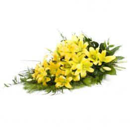 Volně vázaná kytice žluté lilie