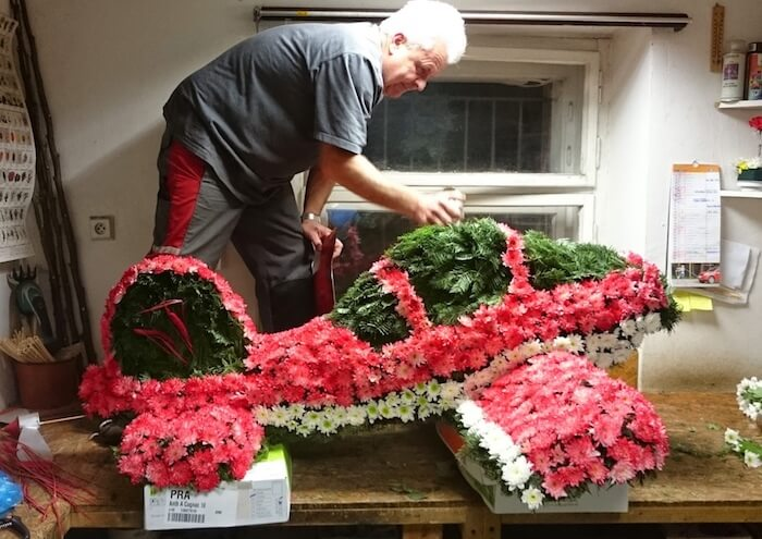 Květinové dary na poslední cestu