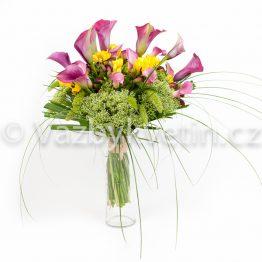 Kytice z růžovo-fialových kal