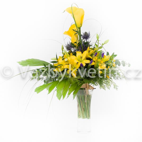 Kytice ze žlutých kal a žlutých lilií