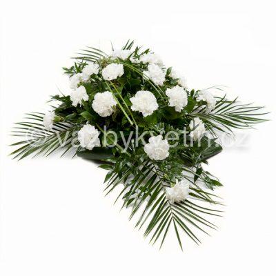 Květinové aranžmá kříž bílé karafiáty